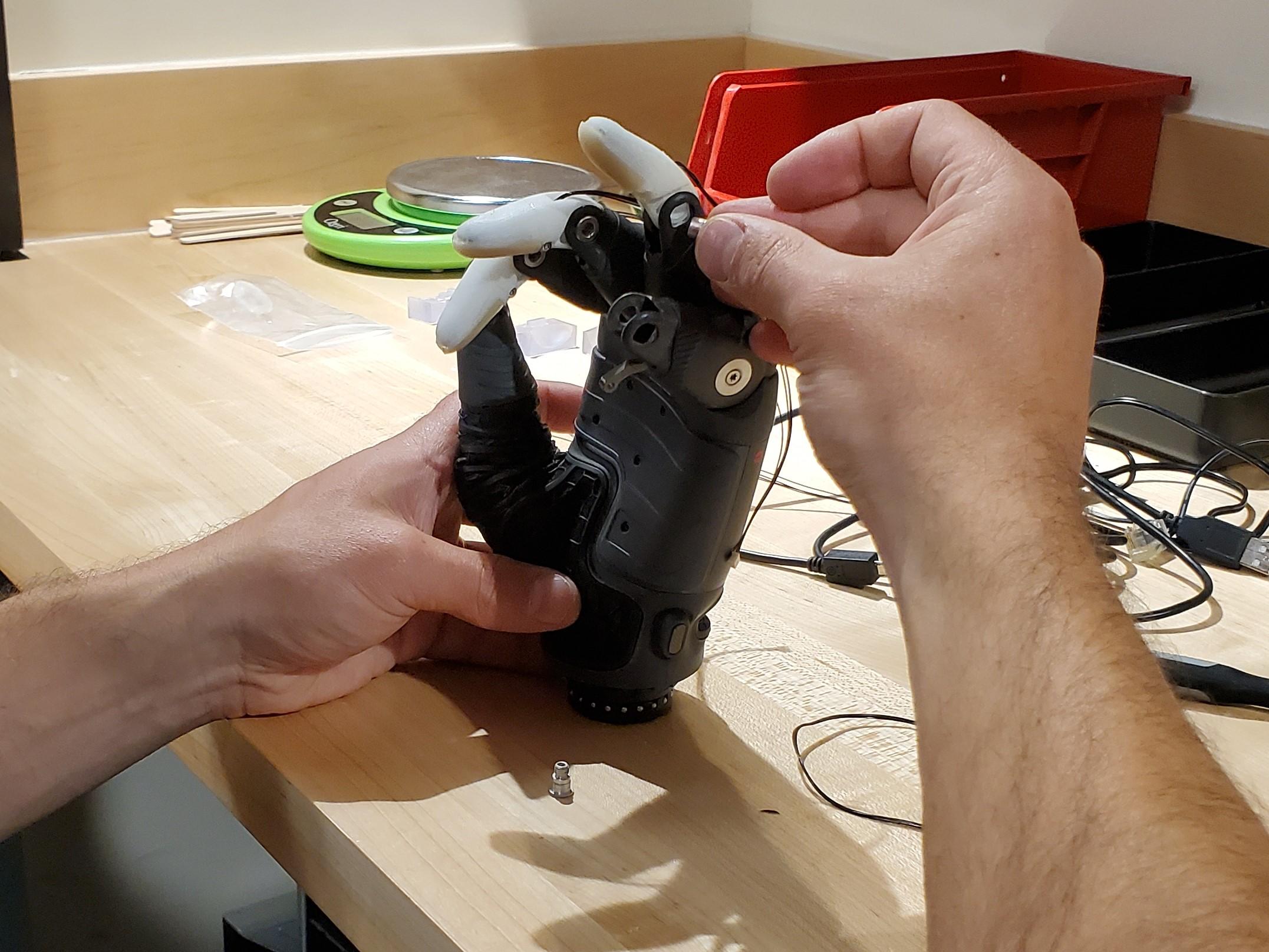 VA mechanical engineered hand